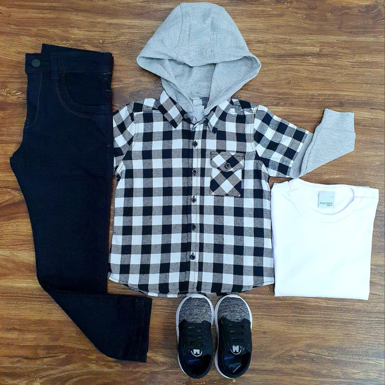 Calça Jeans Preta com Camiseta e Camisa Xadrez Infantil
