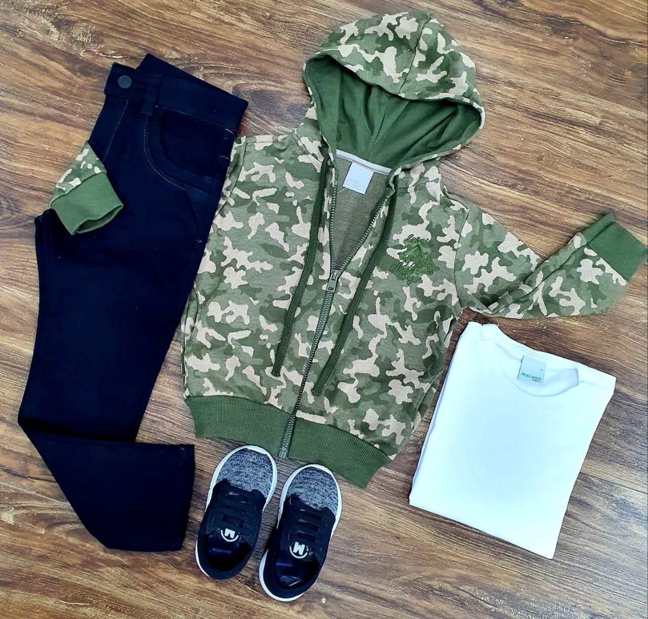 Calça Preta com Camiseta e Jaqueta Camuflada