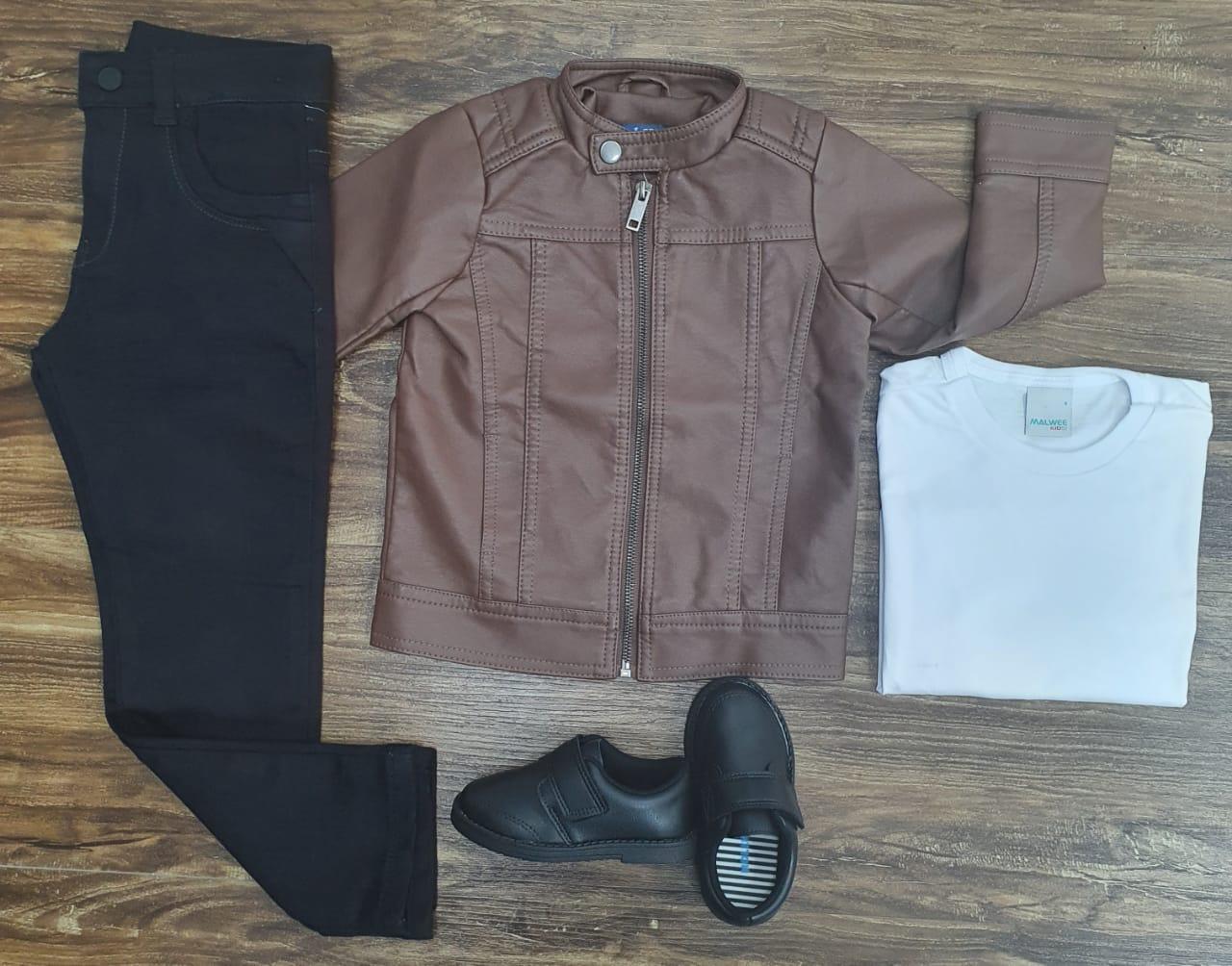 Calça Preta com Camiseta e Jaqueta Marrom