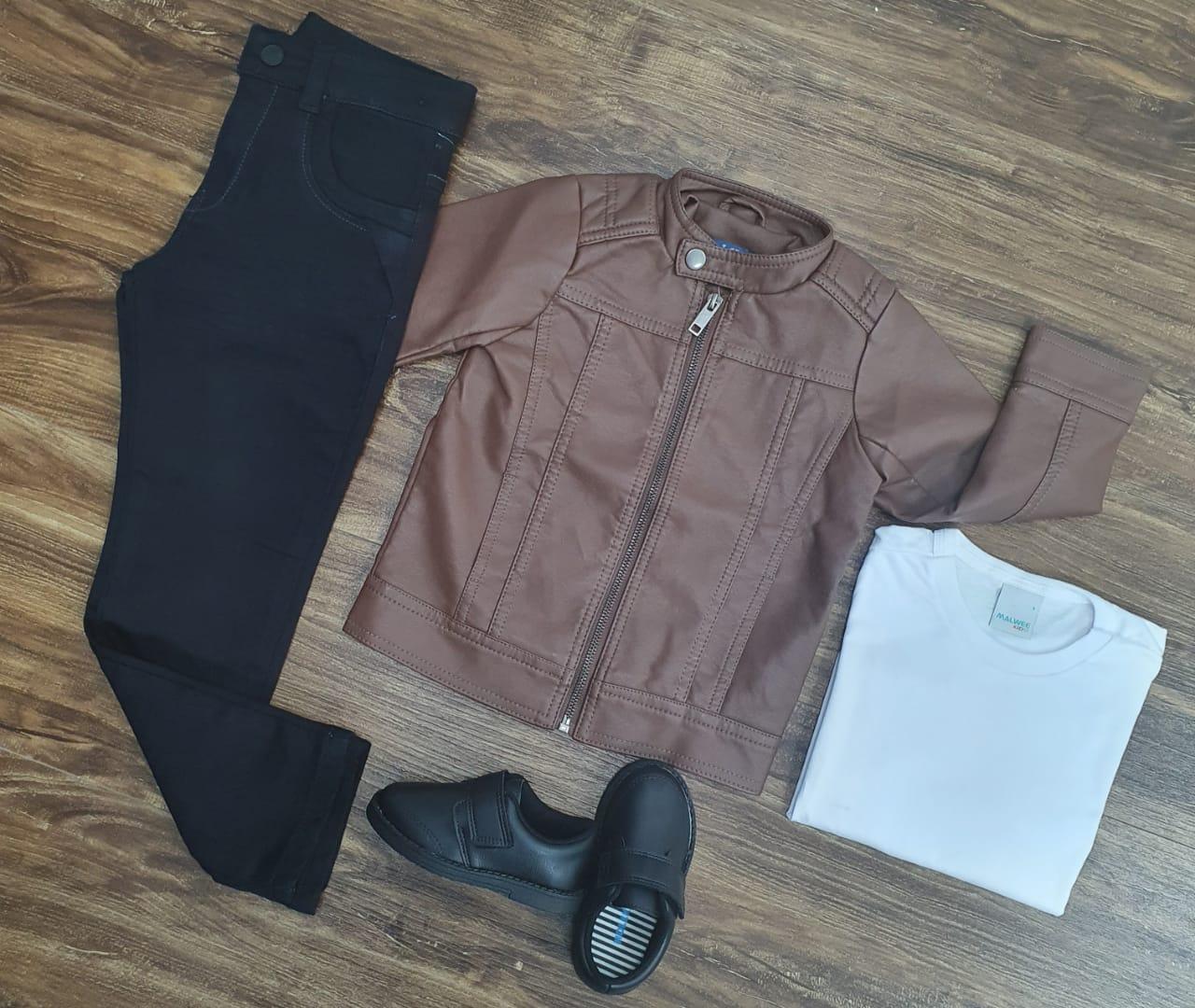 Calça Preta com Camiseta e Jaqueta Couro Marrom