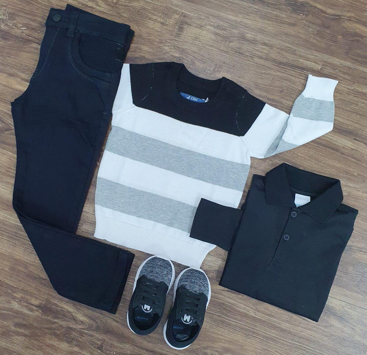 Calça Preta com Polo e Suéter Listrado