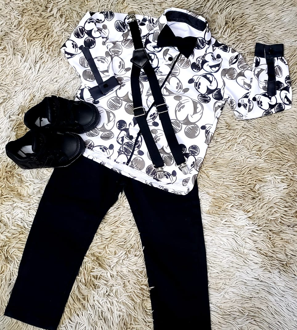 Calça Preta com Suspensório e Camisa Mickey com Gravata