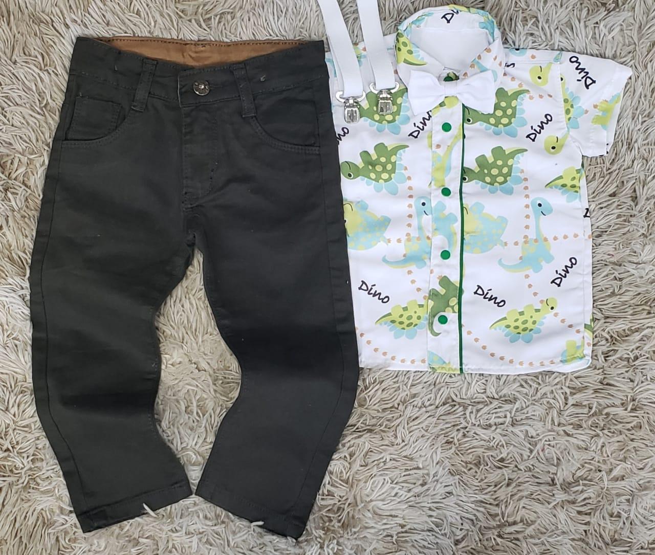 Calça Verde Musgo com Suspensório e Camisa Dinossauros com Gravata