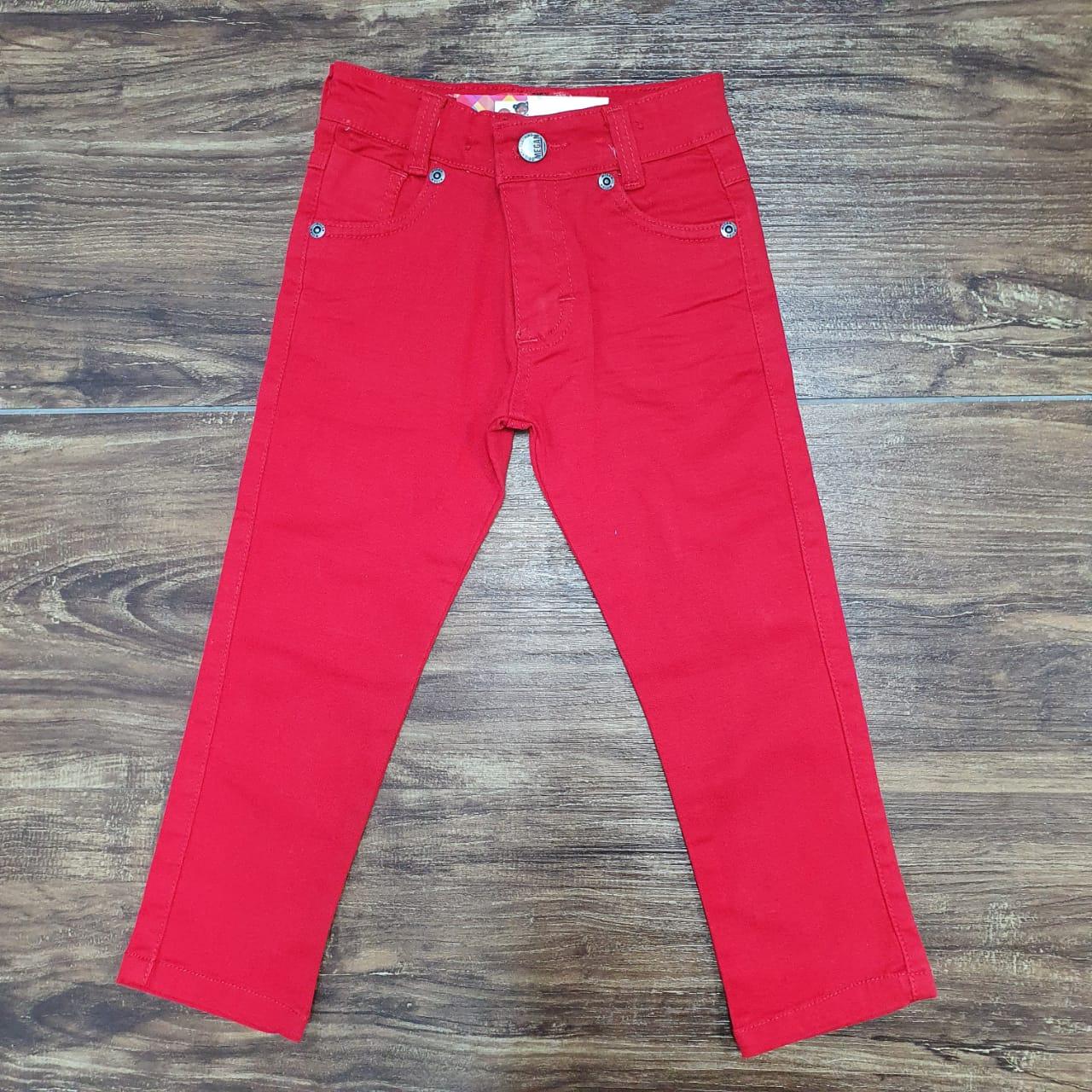 Calça Vermelha com Camisa Fundo do Mar Gravata e Suspensório