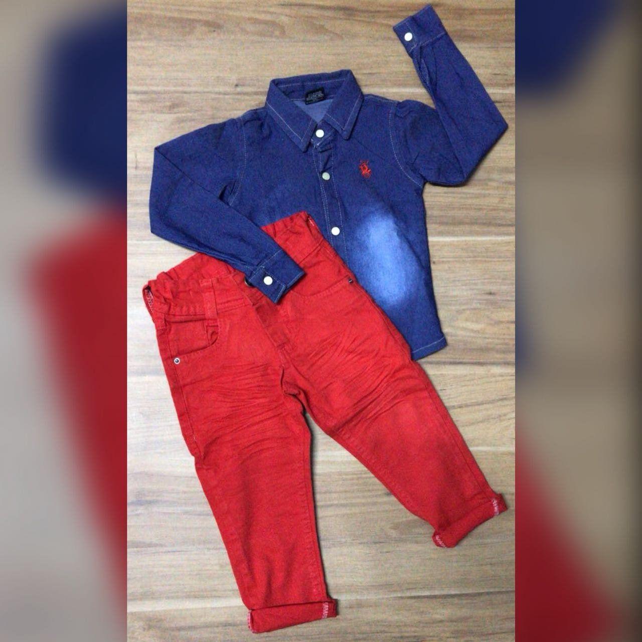 Calça Vermelha com Camisa Jeans Escura