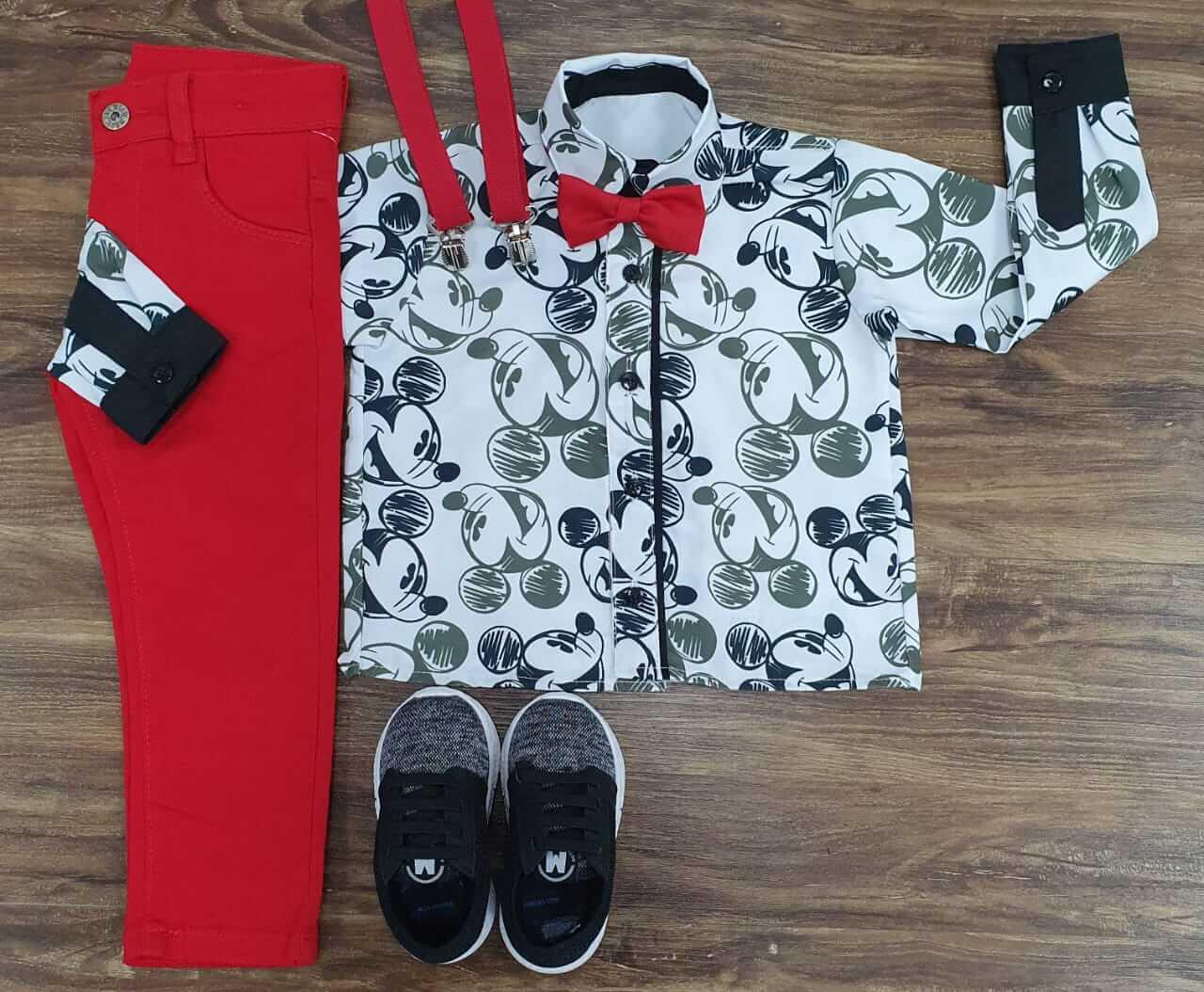 Calça Vermelha com Suspensório e Camisa Mickey com Gravata