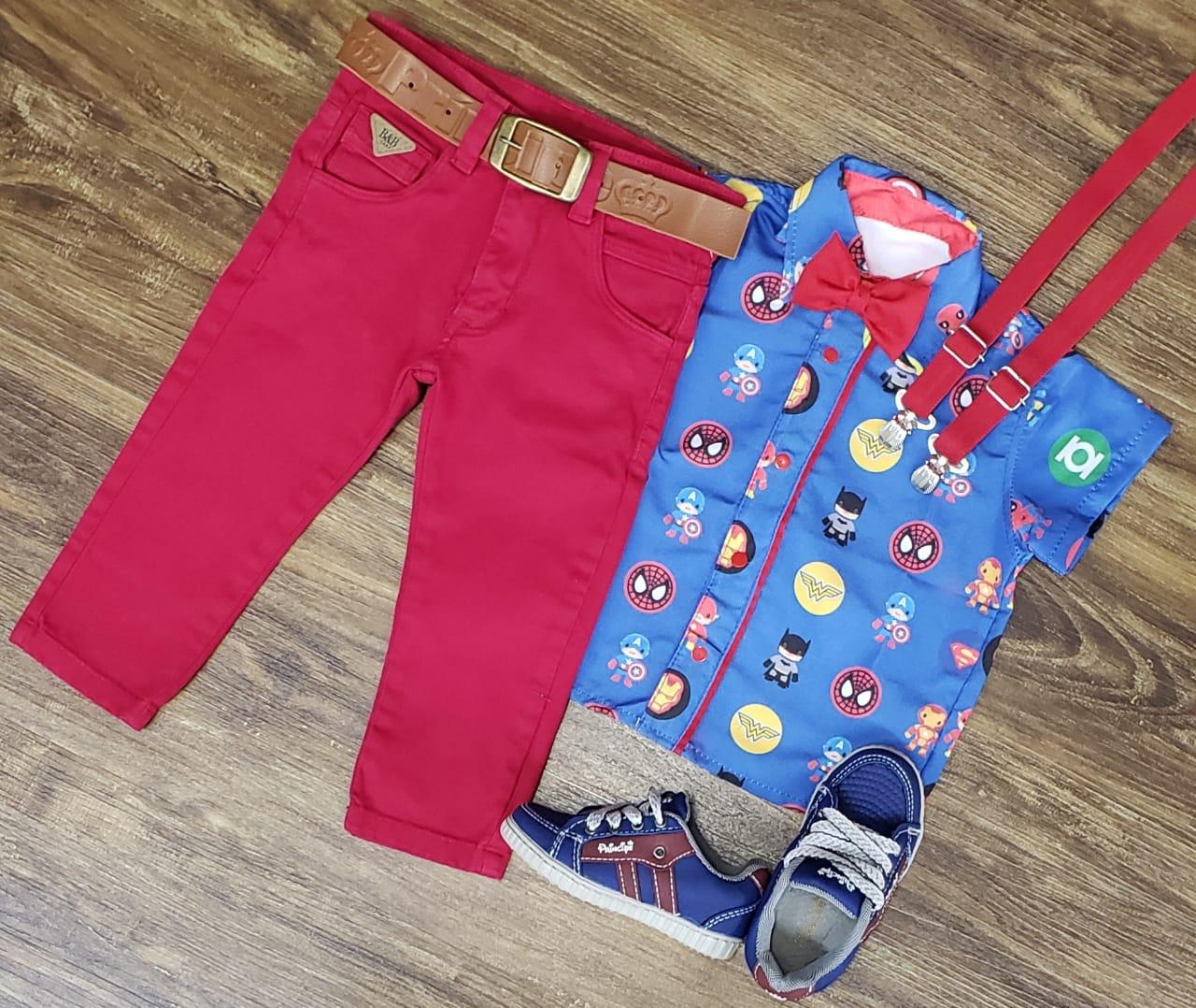 Calça Vermelho Cereja com Suspensório e Camisa Heróis com Gravata