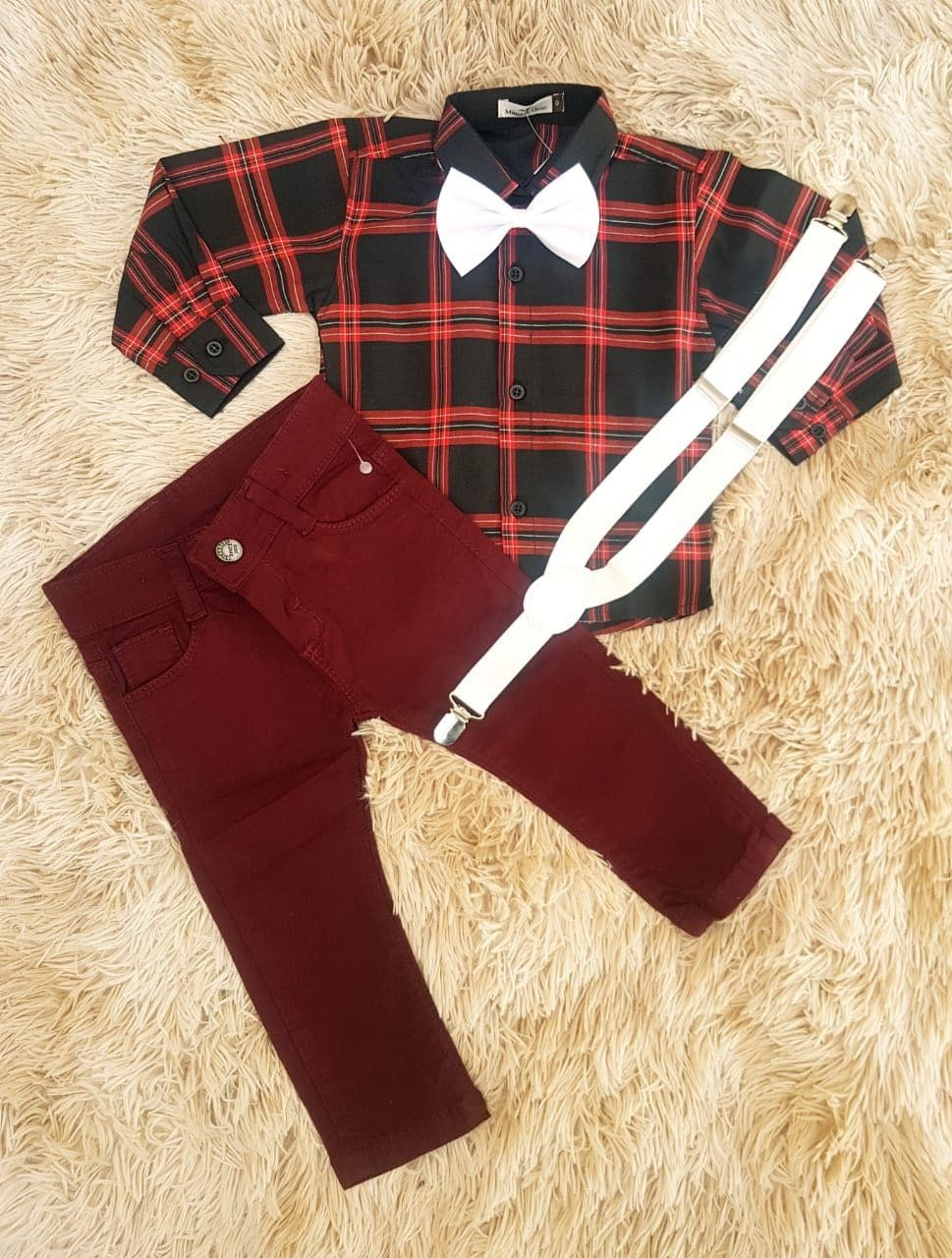 Calça Vinho com Suspensório e Camisa Xadrez com Gravata