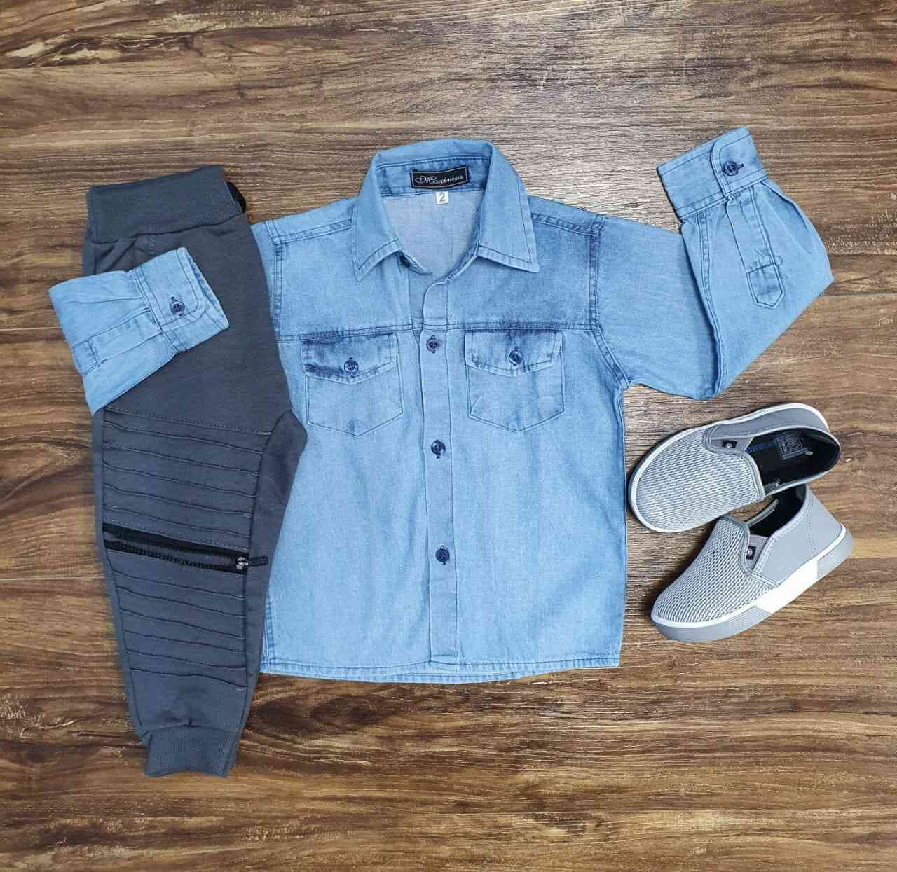 Camisa Jeans Clara Com Calça de Moletom Cinza Infantil
