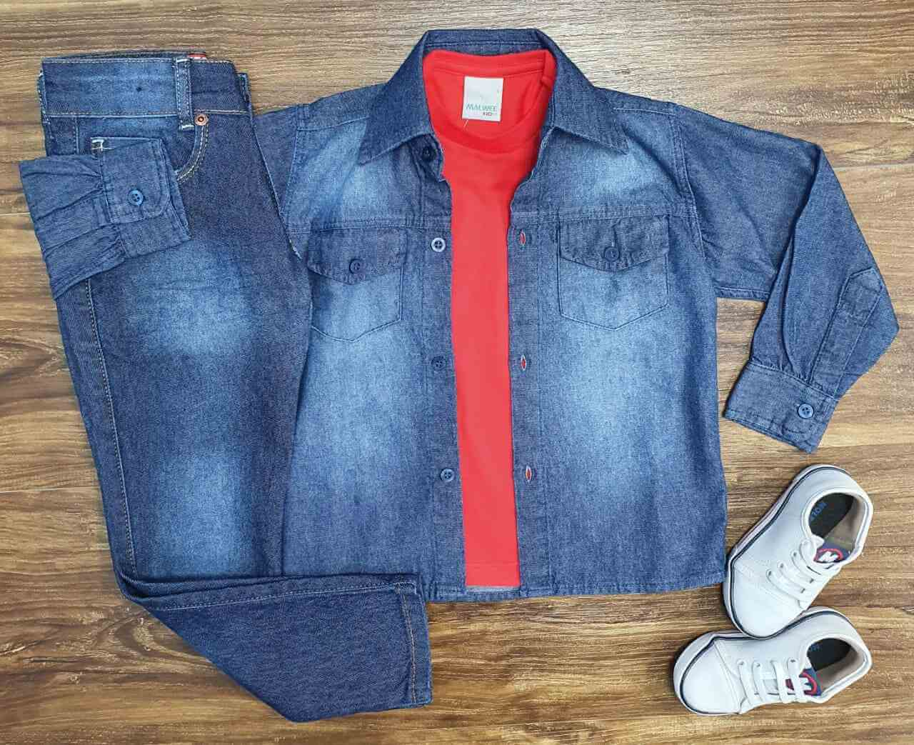 Camisa Jeans com Camiseta Vermelha e Calça Infantil