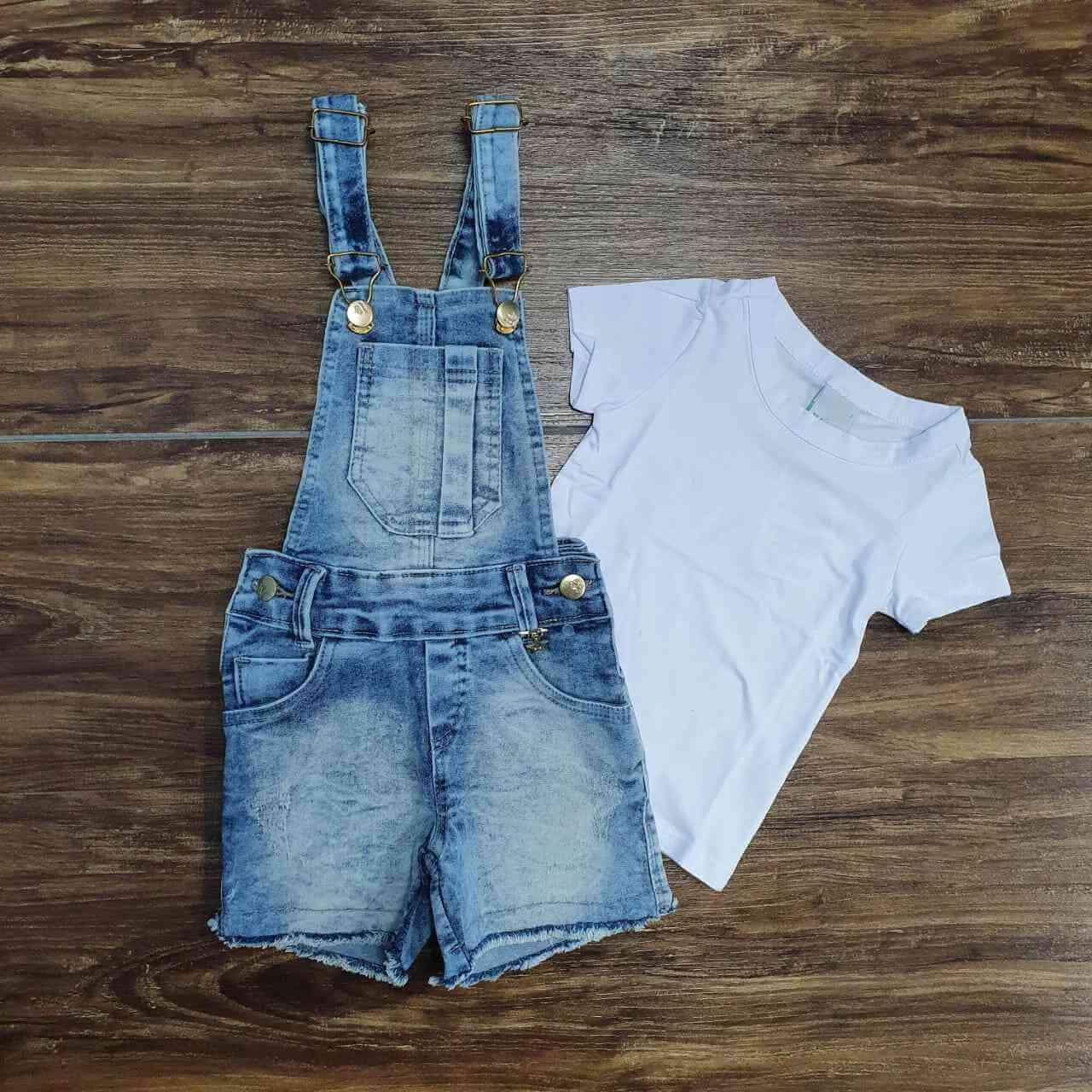 Camiseta Branca com Jardineira Bermuda Infantil