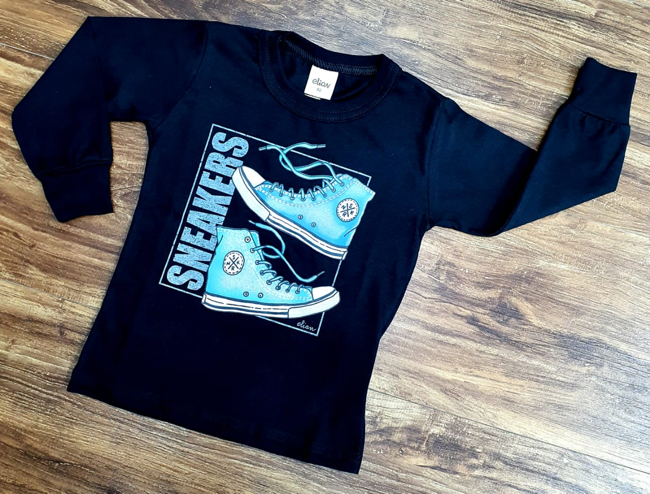 Camiseta Sneakers