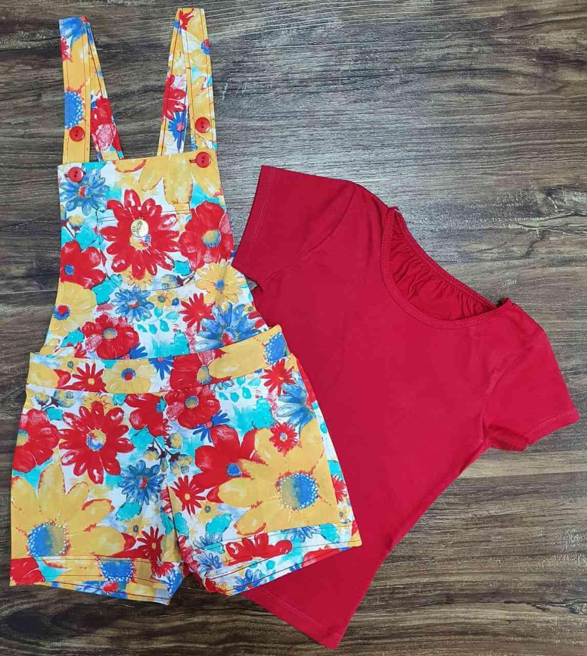 Camiseta Vermelha com Jardineira de Flores Infantil
