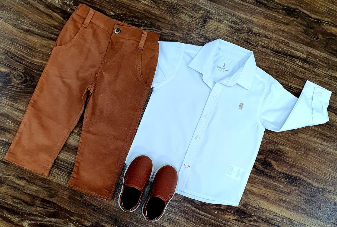 Conjunto Calça Marrom com Camisa Branca