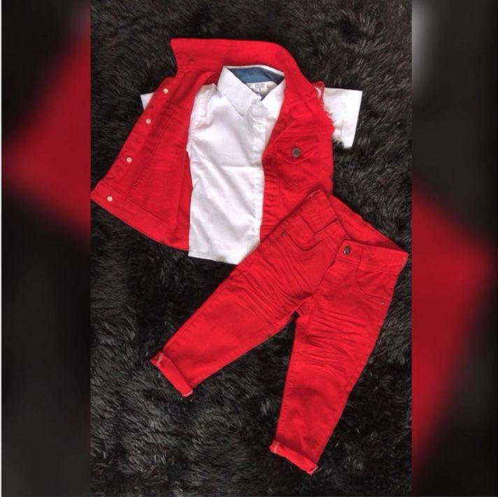 Conjunto Calça Vermelha com Camisa Branca e Colete Vermelha