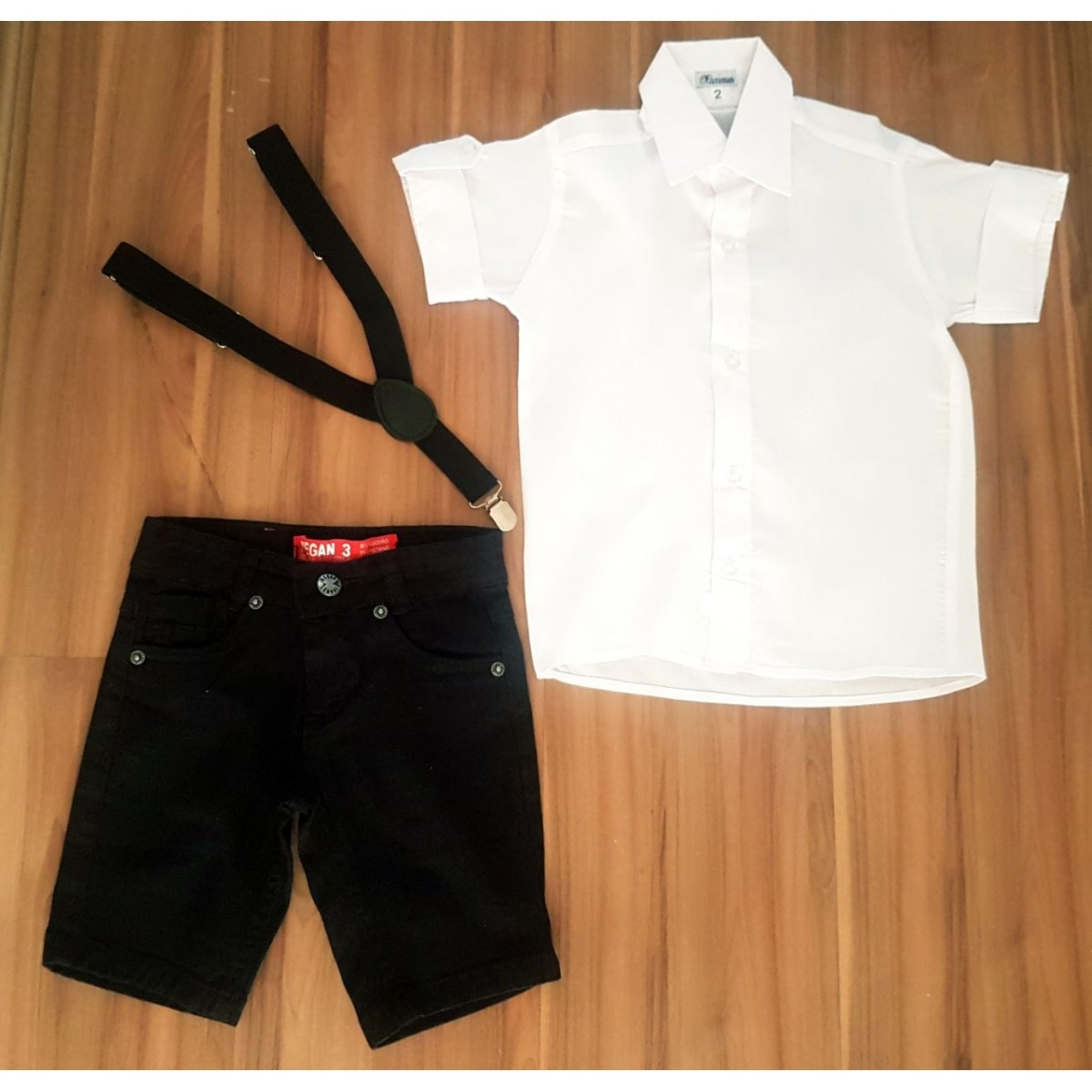 Conjunto Camisa Social Branca com Bermuda Preta e Suspensório