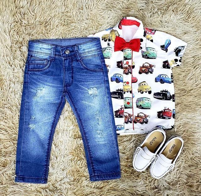 Calça Jeans e Camisa Carros com Gravata