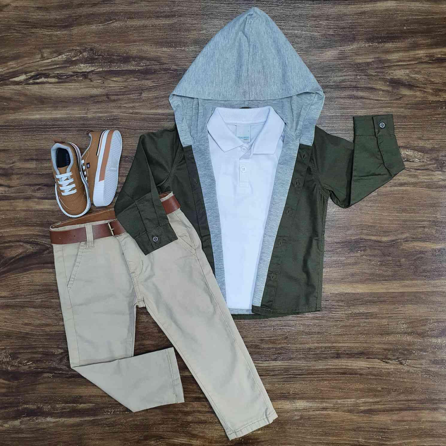 Jaqueta Verde com Capuz mais Polo e Calça Jeans Infantil