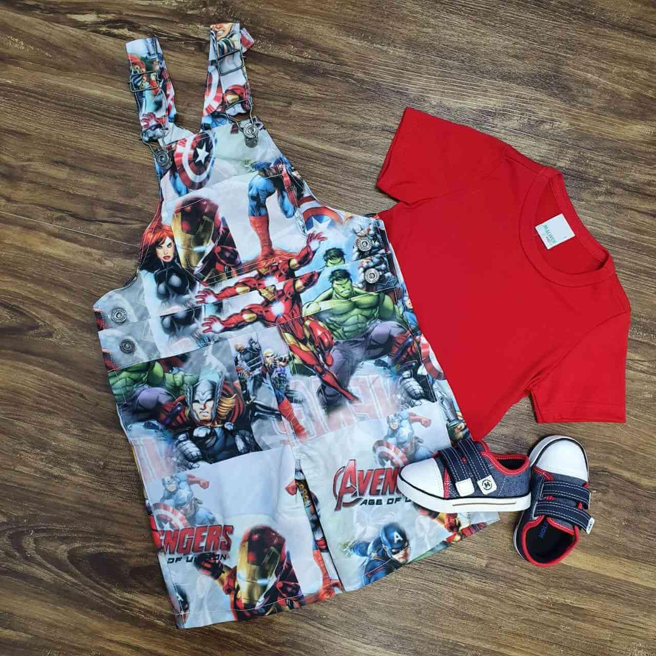 Jardineira com Camiseta Vermelha Super Heróis
