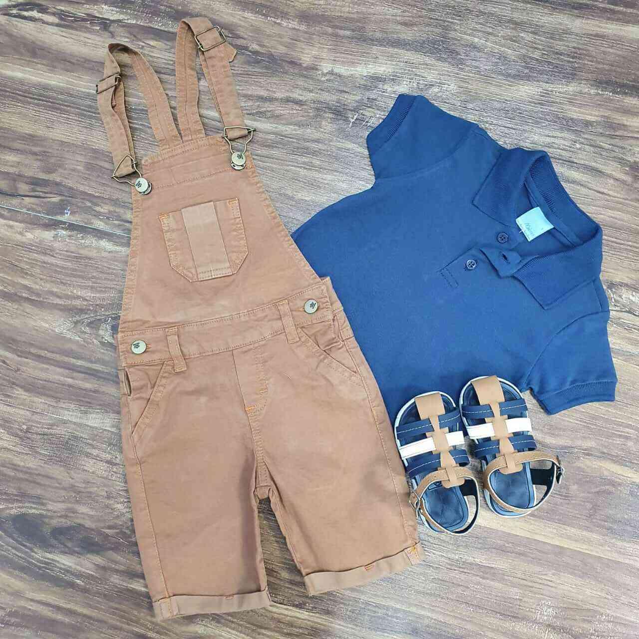 Jardineira Caramelo com Camisa Polo Azul Marinho Infantil