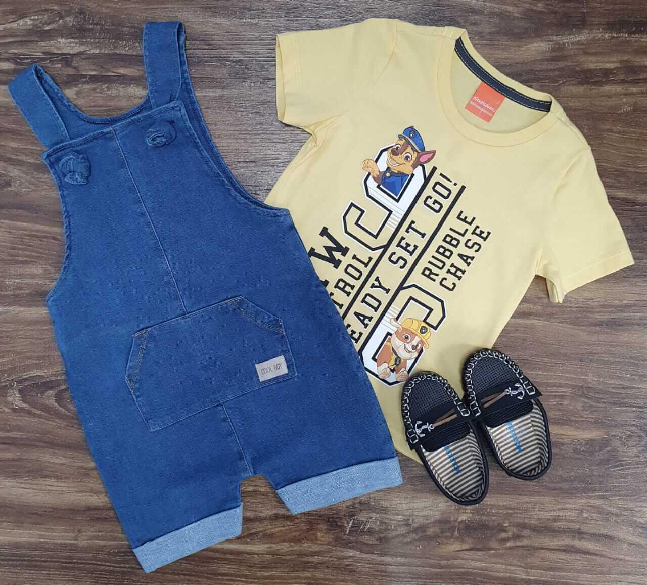 Jardineira Jeans com Camiseta Patrulha Canina Infantil