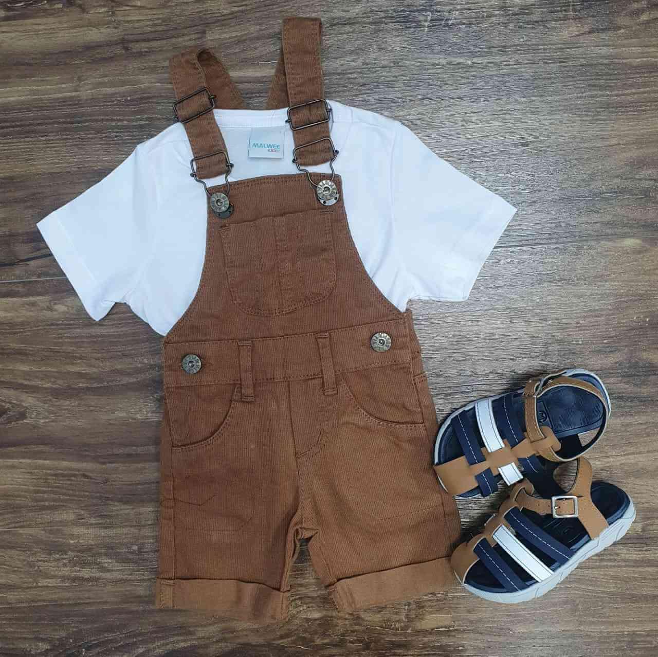 Jardineira Marrom com Camiseta Infantil
