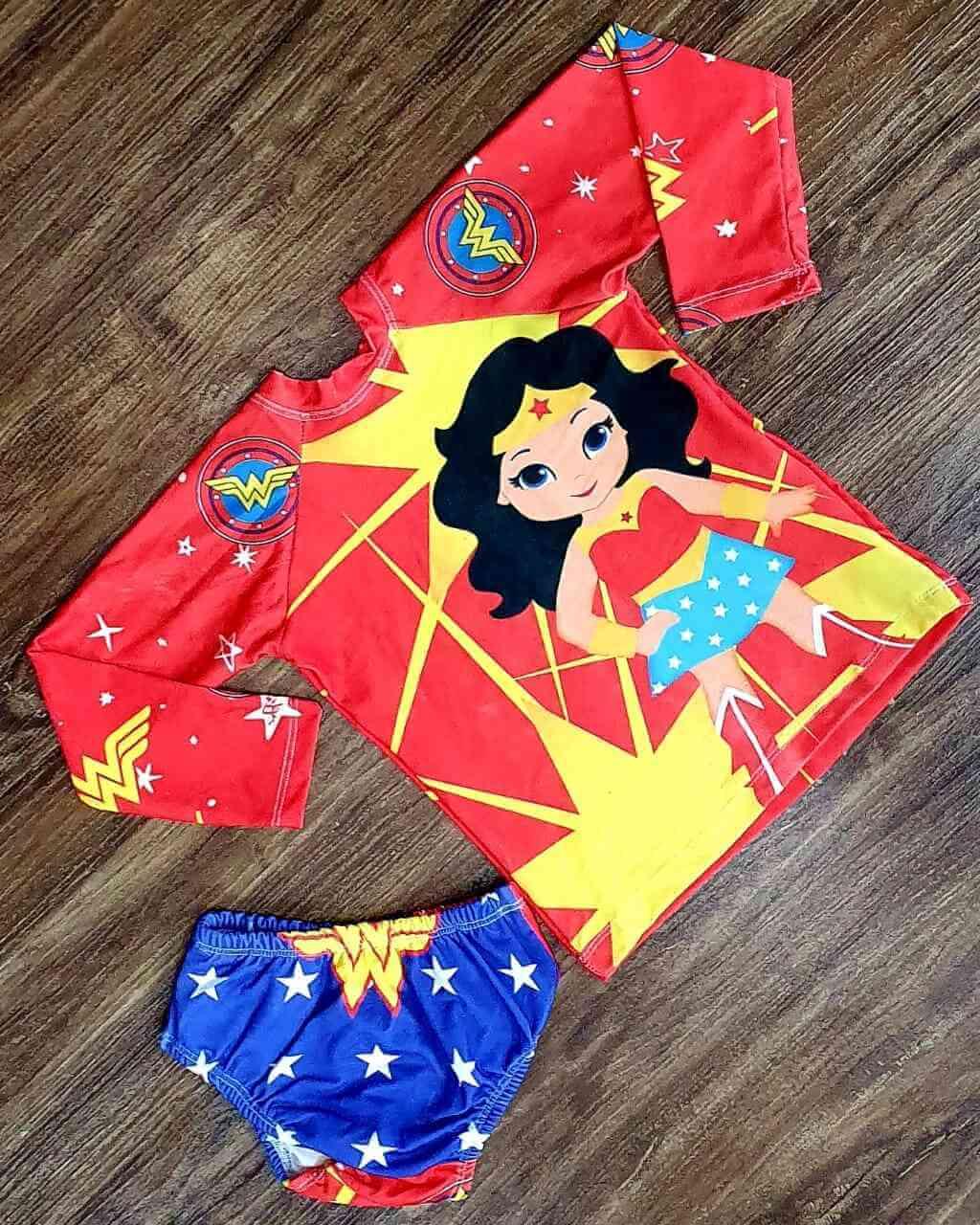 Kit Praia Mulher Maravilha - Calcinha e Camiseta UV