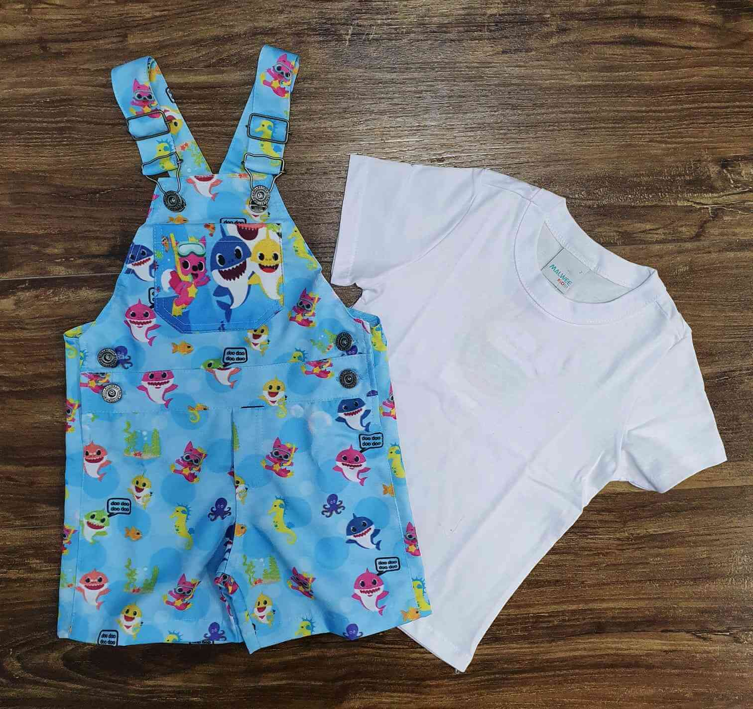 Look Baby Shark com Camiseta Branca Infantil