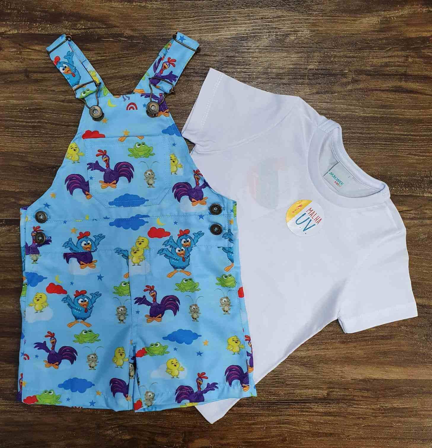 Look Jardineira Galinha Pintadinha com Camiseta Branca Infantil