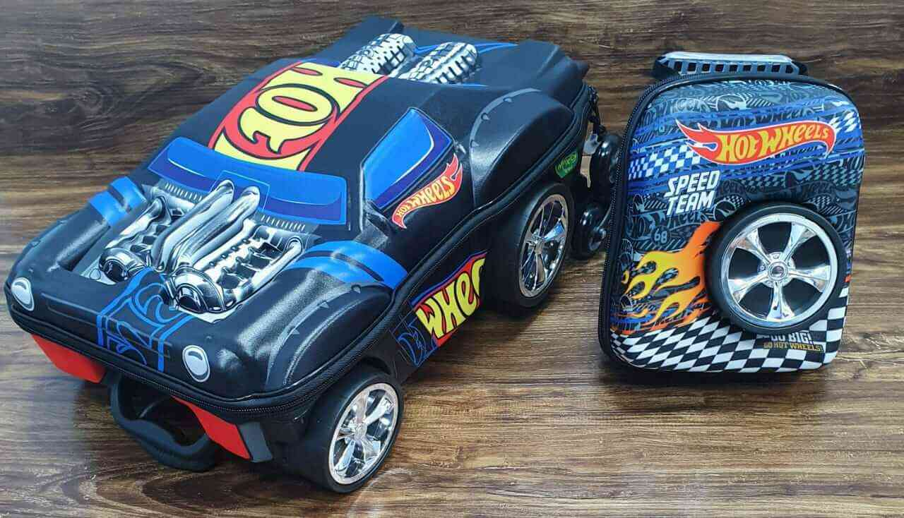 Mochila 3D com Rodinhase e Lancheira Hot Wheels Night Shifter Infantil