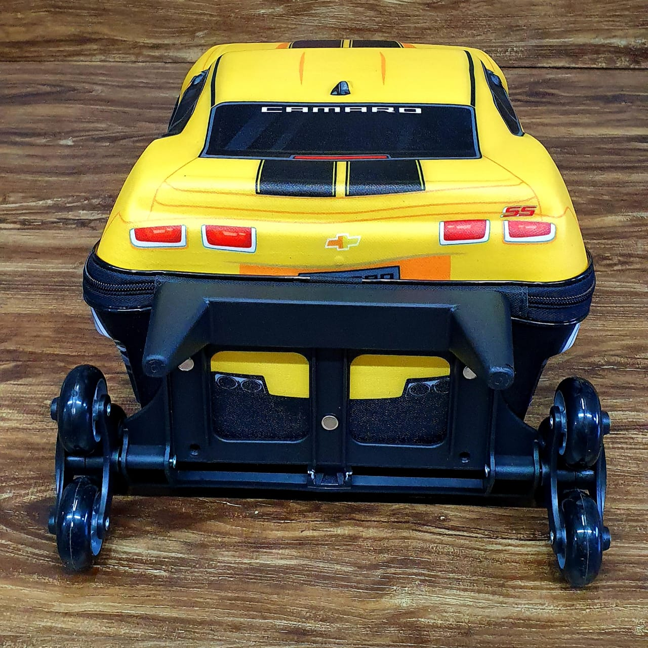 Mochila Camaro Amarelo 3D com Rodinhas e Lancheira MaxToy