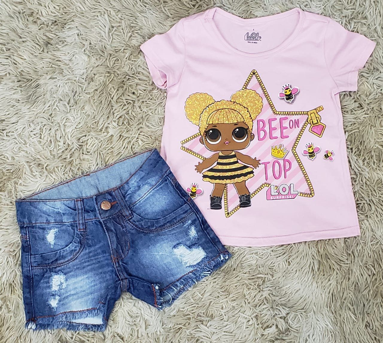 Shorts Jeans Destroyer com Camiseta LOL Rosa Claro