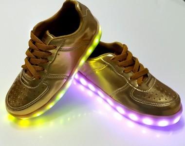 Tênis de Led Dourado Carregável USB