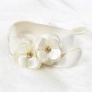 Prendedor de Chupeta 2 Flores Strass Off White