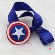 Prendedor de Chupeta Escudo Capitão América Azul Bic