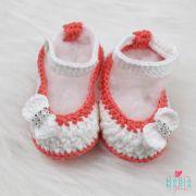 Sapatinho de Crochê Boneca Branco e Coral