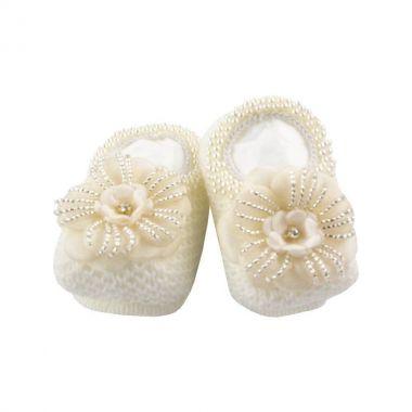 Sapatinho bebê em tricot com flor e pérolas - Marfim