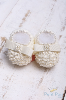 Sapatinho bebê em tricot com laço gorgurão e pérolas - Marfim
