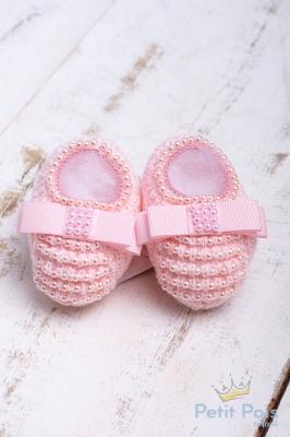 Sapatinho bebê em tricot com laço gorgurão e pérolas - Sensação