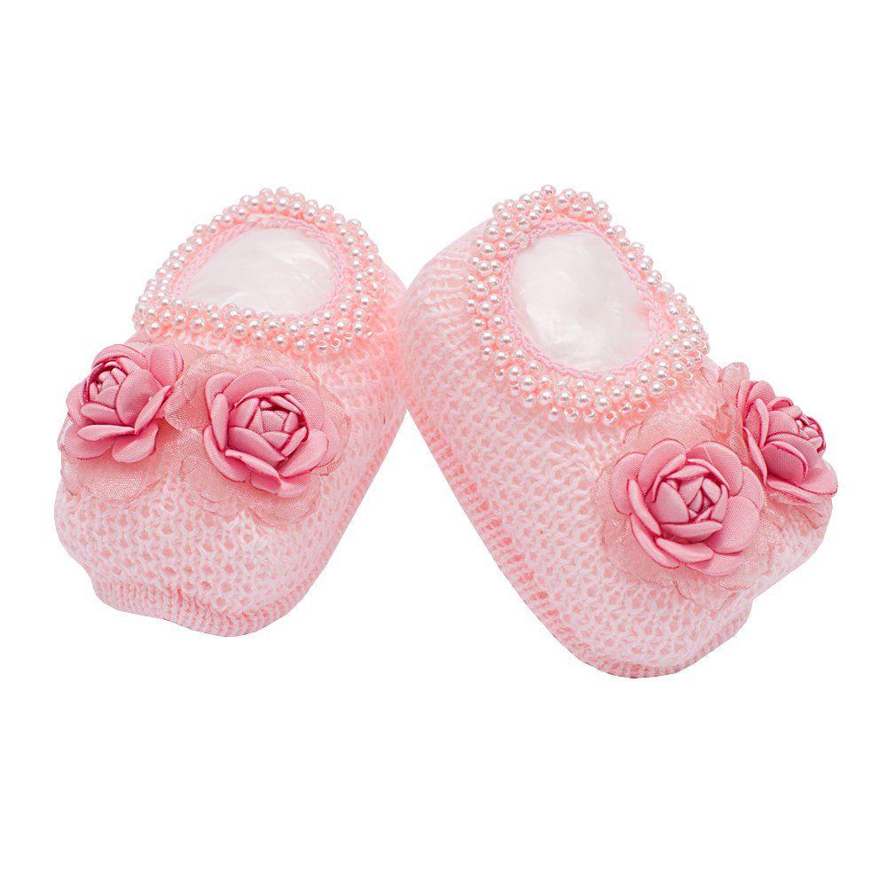 Sapatinho bebê em tricot bordado de flores com tule e pérolas - Rosa bebê