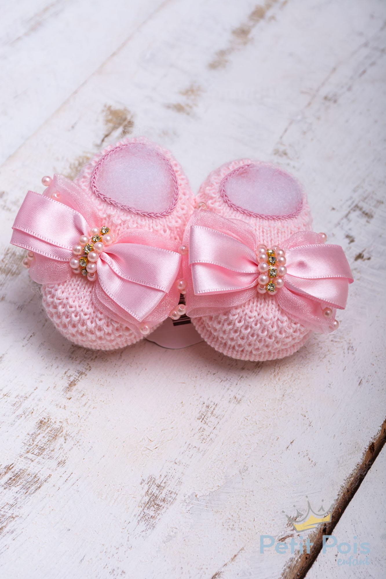 Sapatinho bebê em tricot com laço e pérolas - Sensação
