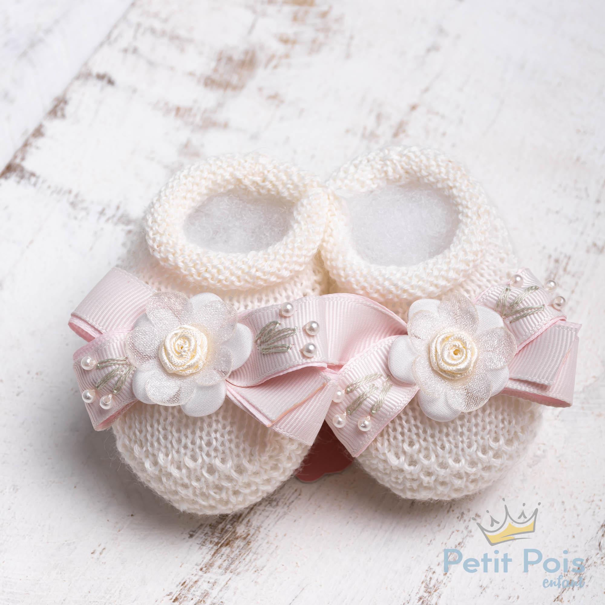 Sapatinho bebê laço e flor - Marfim