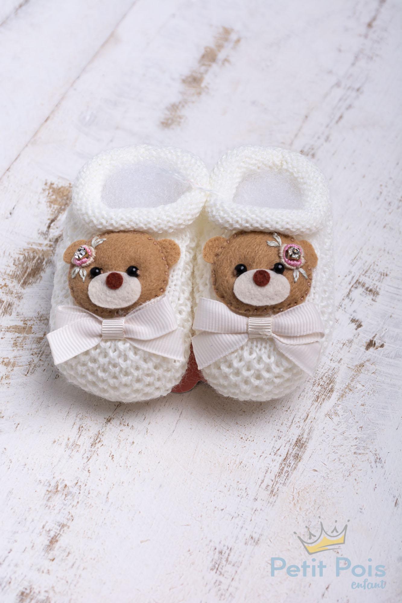 Sapatinho bebê ursinha com laço - Off white