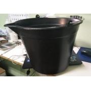 Balde plástico de bico 12 litros Preto