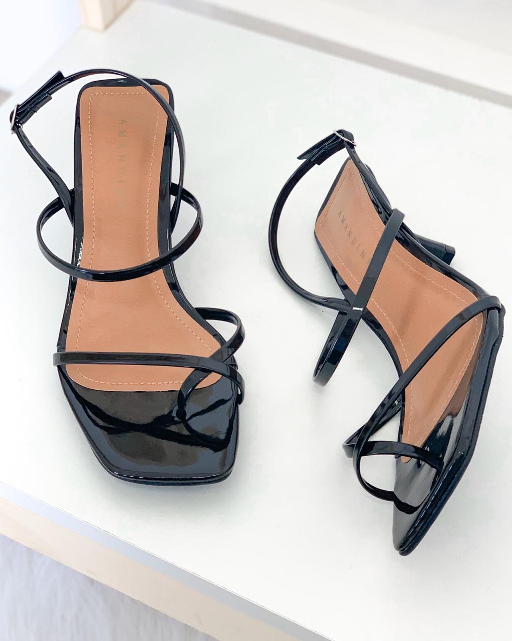 Sandália Bico Quadrado Tiras Preta