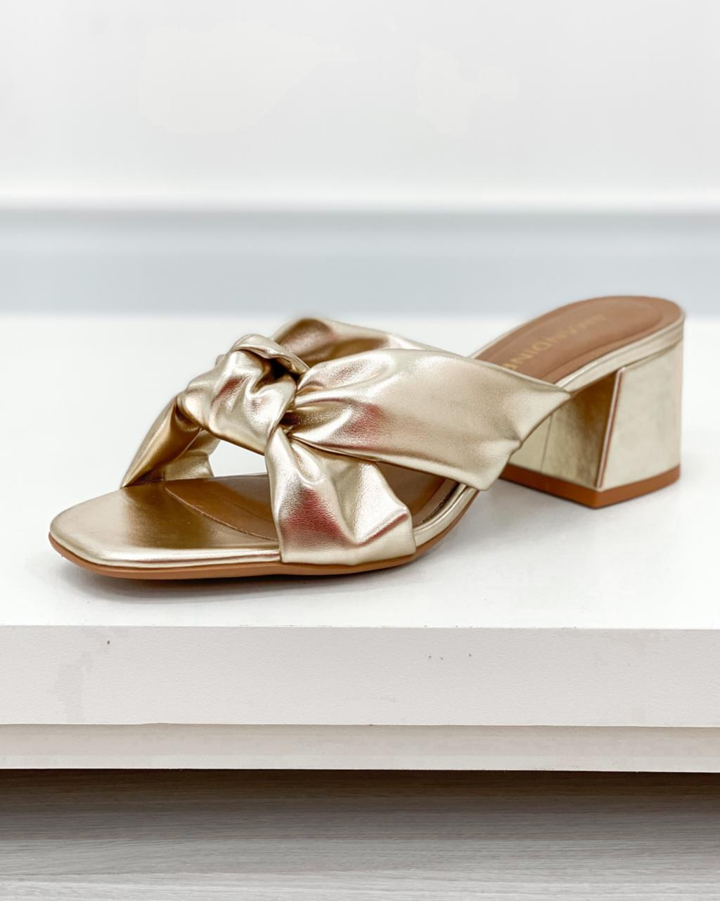 Sandália Mule Amélia Dourado