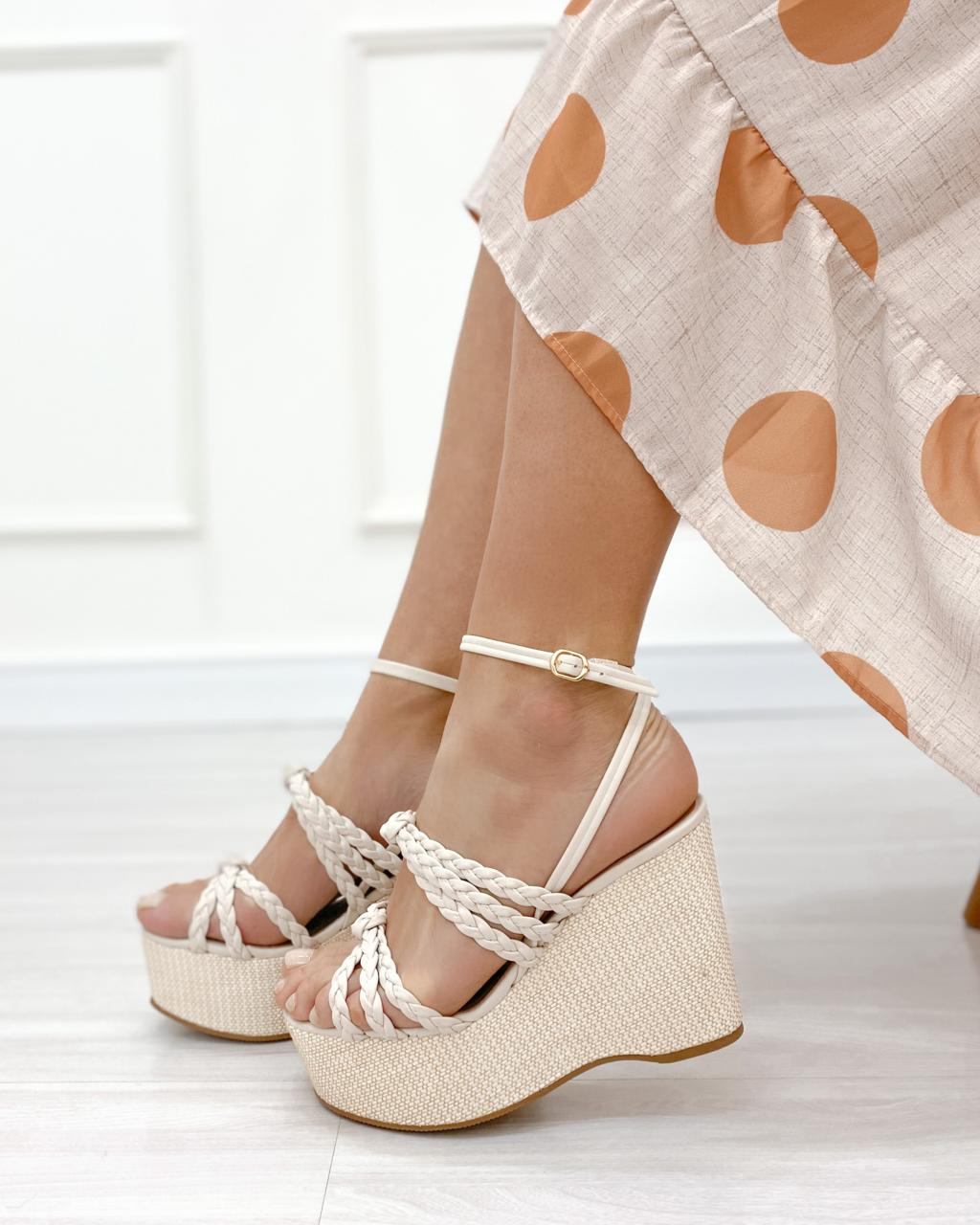 Sandália Plataforma Trança