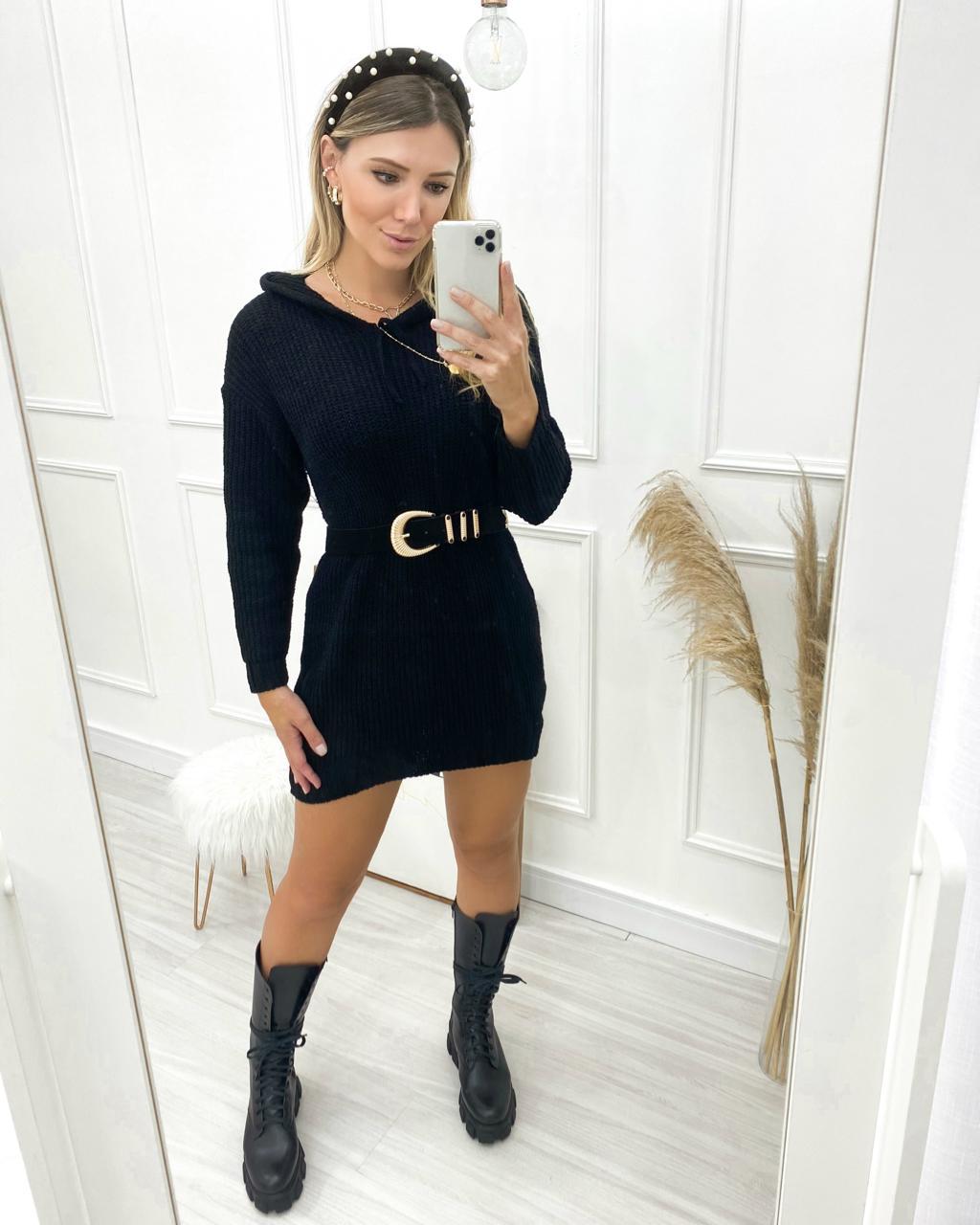 Vestido Tricô Capuz