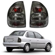 Lanterna Traseira – Corsa Sedan e Corsa Classic – Modelo Esportivo / Tuning – Preto / Fumê – 00 01 02 03 04 05 06 07 08 09 10 – Marca Inovox