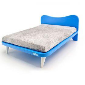 Cama com Almofada Cinza e Cabeceira Azul - M